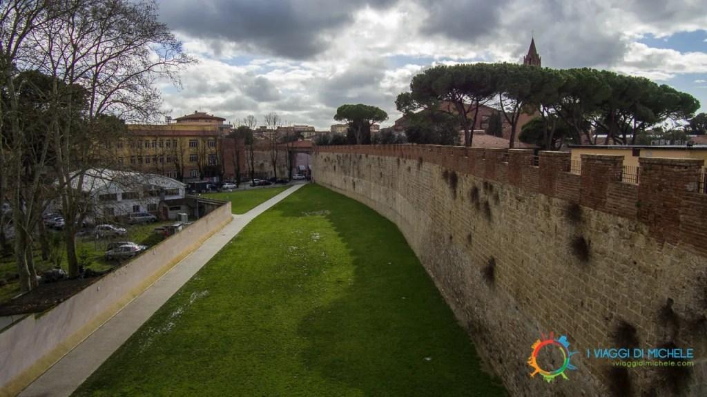 Le Mura di Pisa - Vista prima della torre Piezometrica