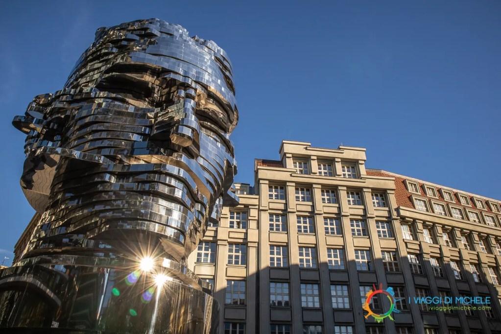 Testa di Kafka David Černý - Cosa vedere a Praga