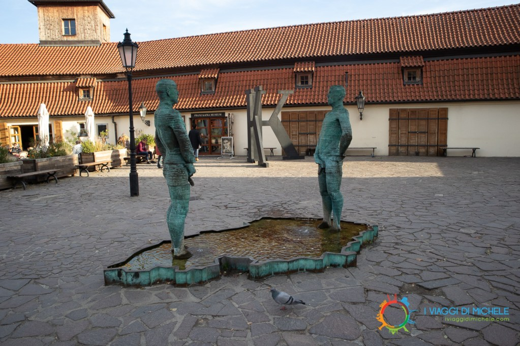 Uomini che fanno pipi David Černý - Cosa vedere a Praga