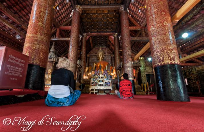 Luang Prabang Wat in preghiera