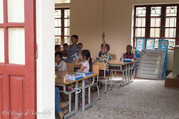 Primo giorno di scuola nel villaggio di Bieng