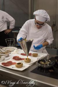 Degustazioni in preparazione Carne Salada in Festa