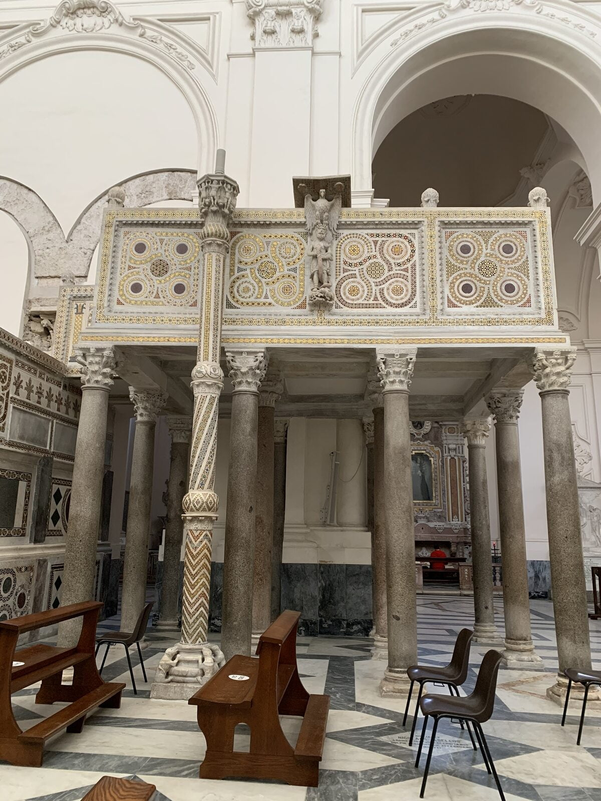 altare laterale duomo di salerno