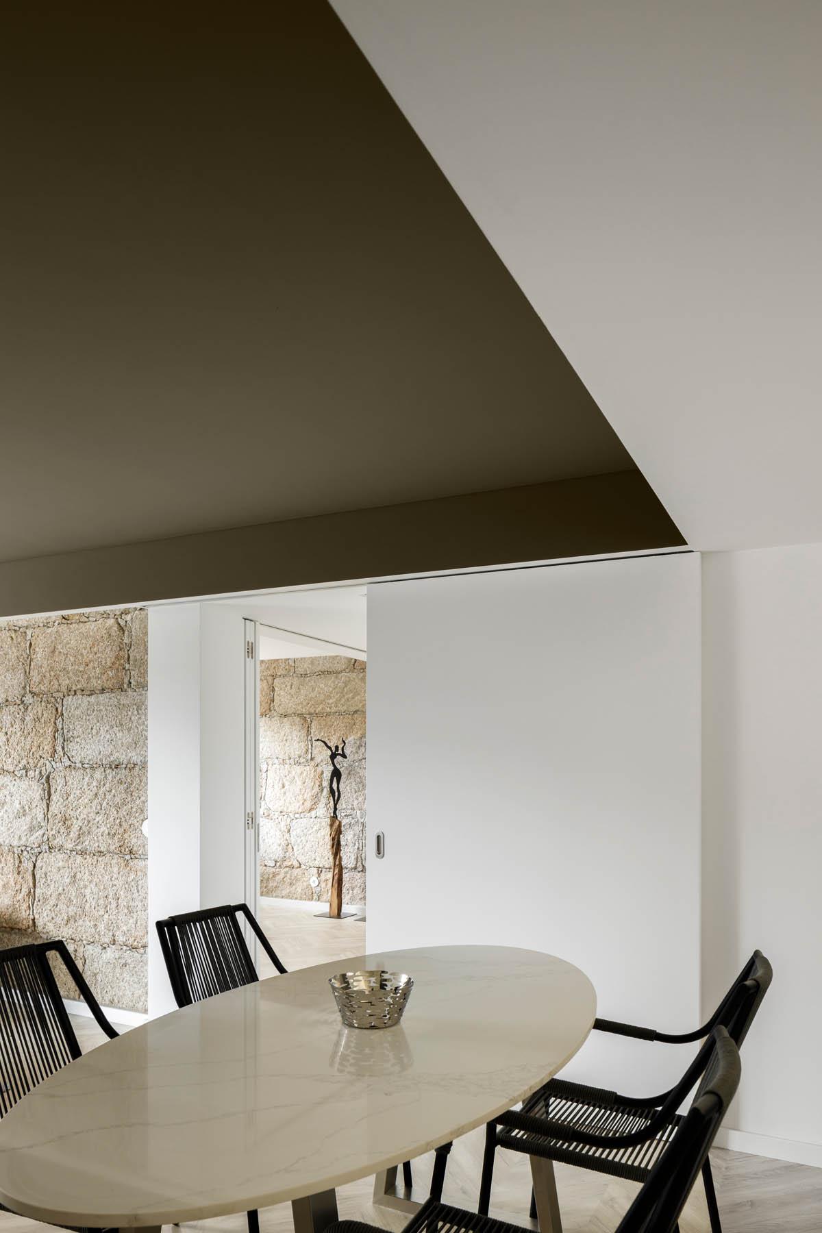 Apartamento na Guarda do atelier DRK com fotografia de Arquitec