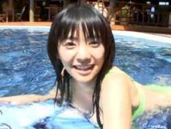 倉科カナ ビキニでプールで遊ぶ