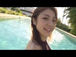 中村静香 リゾートホテルのプールでエロ水着