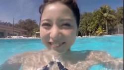 石川恋 横乳丸出しエロ水着でシャワー浴びたり泳いだり