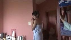 篠崎愛 下着姿でセクシーにグラビア撮影