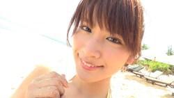 久松郁実 ビーチでビキニ着てはしゃいだりまったりしたり