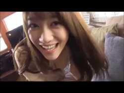 原幹恵 お姉さんが谷間見せながら可愛い笑顔で起こしてくれる