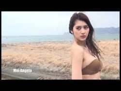 アンジェラ芽衣 色んなビキニでダイナミックな身体見せながらグラビア撮影
