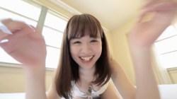 菅本裕子 白ランジェリーでかわいい笑顔見せながらおっぱいの谷間を見せつける