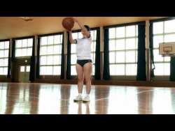 桐山瑠衣 ブルマとビキニ姿で爆乳揺らしながらバスケットの練習