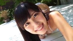 篠原冴美 美少女がビキニ姿でエロい体を見せつけてくる