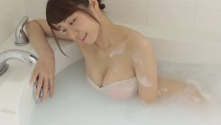 中村静香 巨乳の彼女と一緒にお風呂でいちゃついたり頭洗ってくれたり