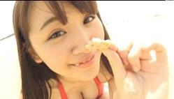 浅川梨奈 赤いビキニで美少女がビーチでエロい身体見せながら遊んだり