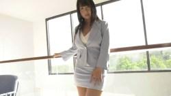 桐山瑠衣 スーツ姿のお姉さんがエロランジェリーの爆乳みせつけたり