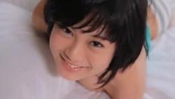 RaMu 爆乳美少女がベッドで谷間を見せつけたりおっぱい揺らしたり