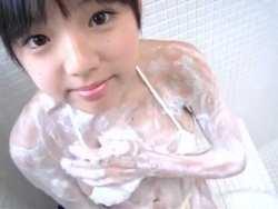 篠崎愛 巨乳美少女が泡まみれで身体を洗う