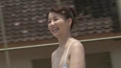 平嶋夏海 ビキニ姿でプルンプルンな身体揺らしながらテニスプレイ
