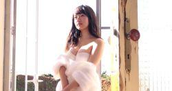 坂口風詩 透明感あふれる美少女がダイナミックな身体見せながらグラビア撮影