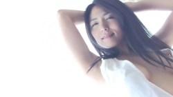 川村ゆきえ ノーブラドレスで色っぽく巨乳の谷間見せながら迫ってくる美女