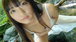 平塚奈菜 川でランジェリー姿でエロい身体を大胆に見せつける
