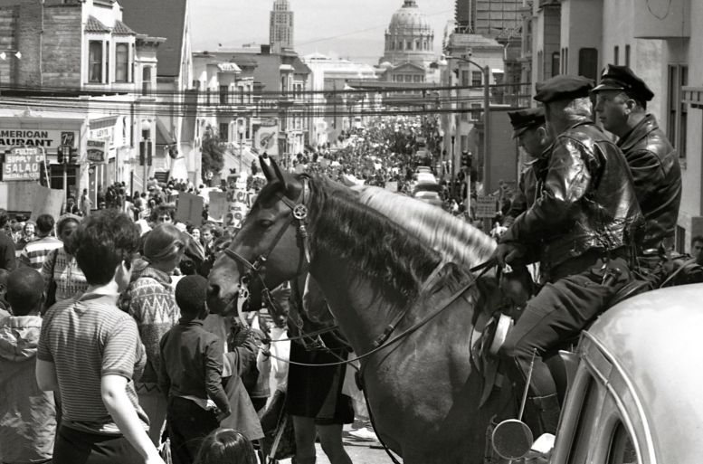 Mounted_policemen_watch_a_Vietnam_War_protest_march_in_San_Francisco,_April_1967