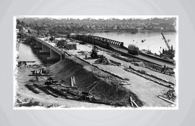 The building of the current bridge with the old bridge beside it