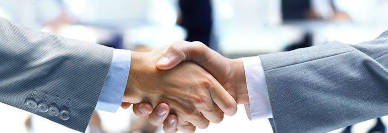 2 people handshaking