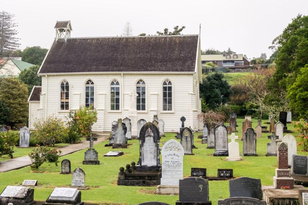 Parmi ces tombes, il y en a d'hommes morts durant cette bataille.