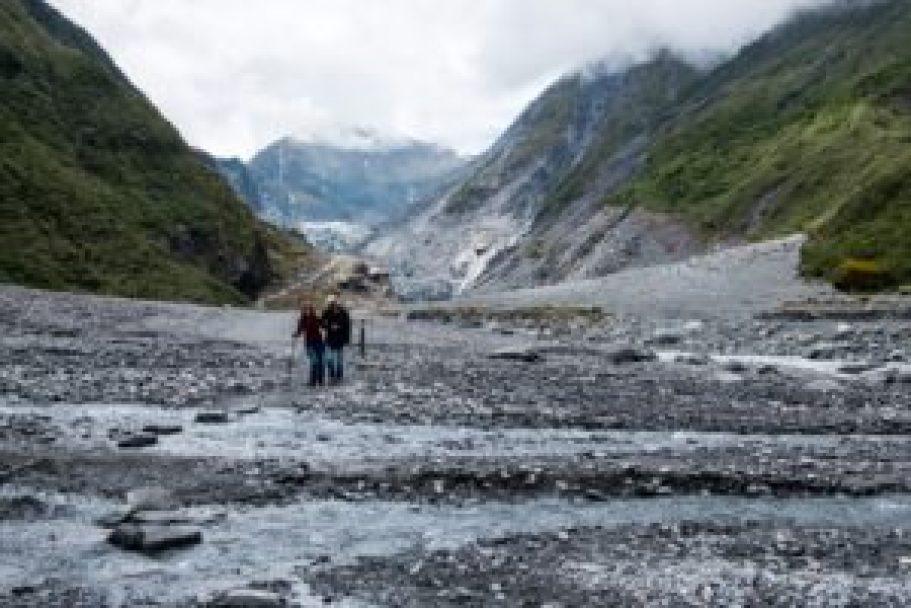 Avec Dimitri au milieu des moraines de Fox Glacier.