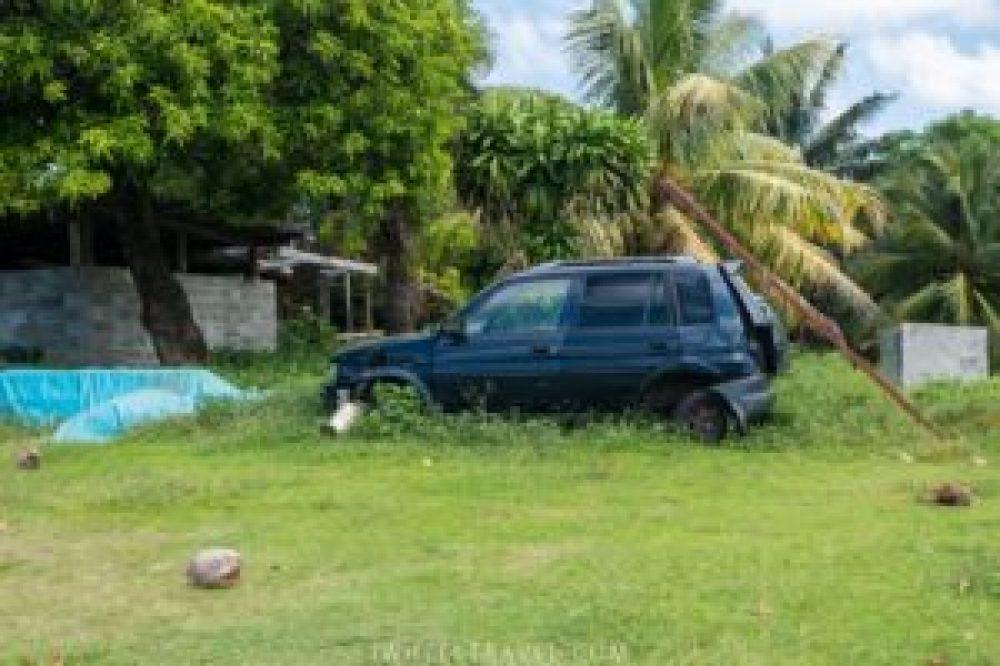 Une des trop nombreuses voitures abandonnées que nous avons vues.
