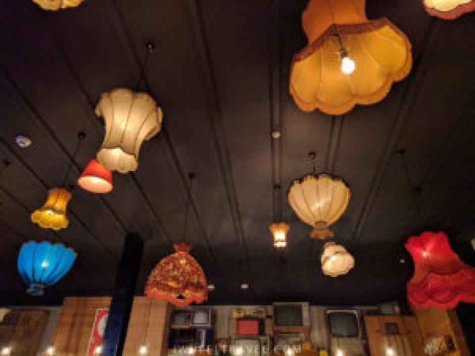 Le bar se trouve à l'angle de Stuart Street et de l'Octagon.