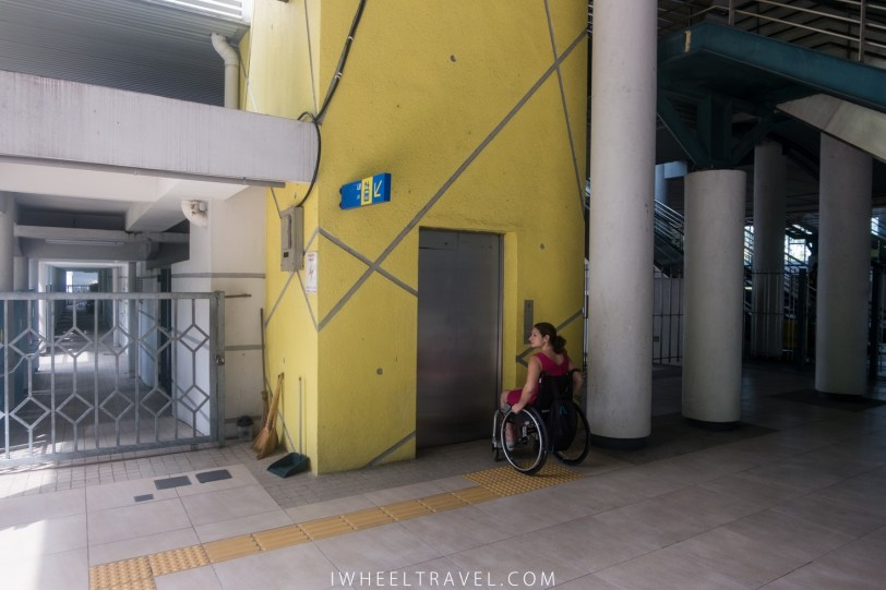 The elevator to go to the platform.