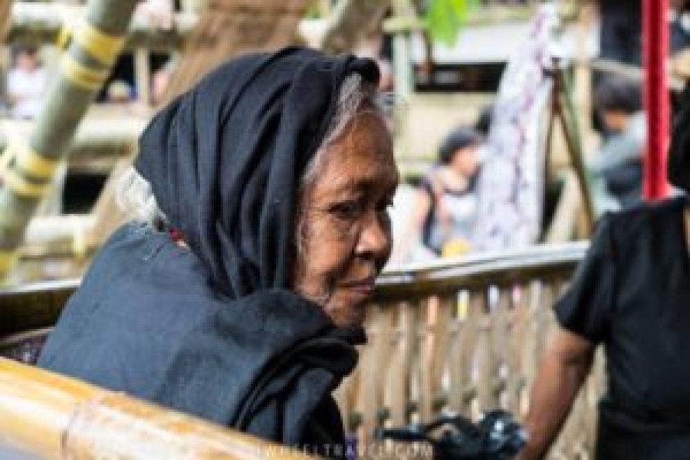 toraja cérémonie funéraire mort femme agée