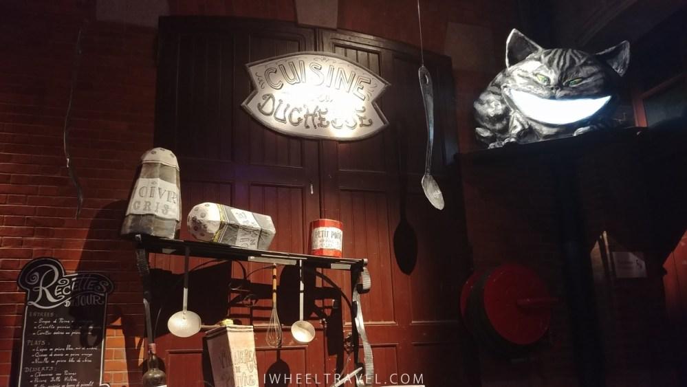 Si vous perdez votre chemin n'hésitez pas à demander votre direction au chat du Cheshire !