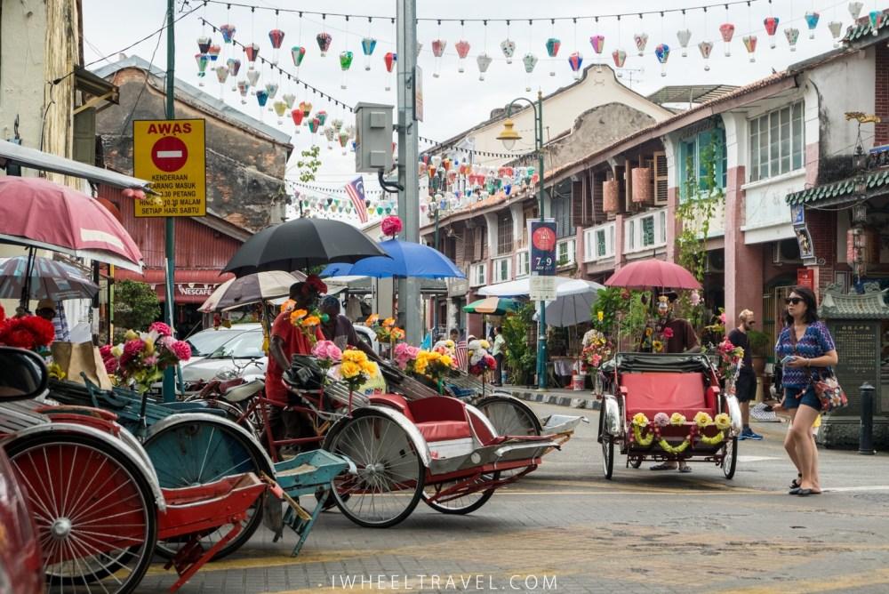 Un peu fatigués de marcher ? Les conducteurs de trishaws n'attendent que vous !