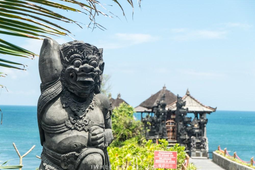 Statue représentant une divinité hindoue, près du temple de Tanah Lot.