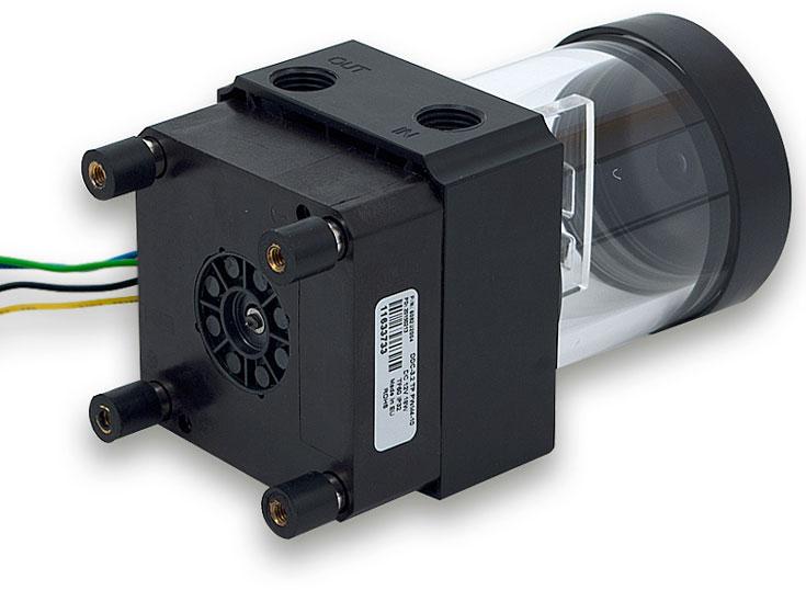Емкость для охлаждающей жидкости изготовлена из пластика ABS и акрилового пластика