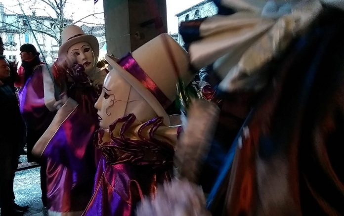 Au Carnaval le plus long du monde - Crédit photo izart.fr