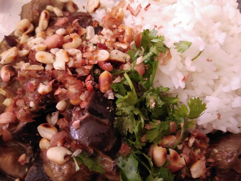Recette N° 139 - Curry d'aubergine au vadouvan coco et cacahuète - Crédit photo izart.fr