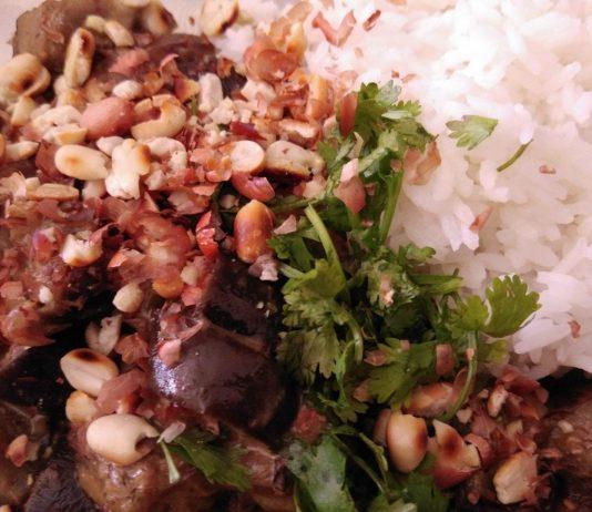 Recette N° 138 - Curry d'aubergine au vadouvan coco et cacahuète - Crédit photo izart.fr