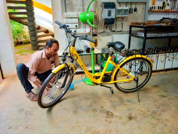 A moi le vélo électrique ! - Crédit photo izart.fr