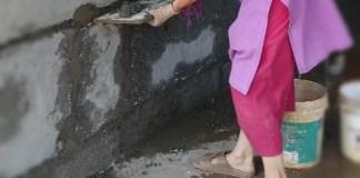 Je manie la truelle indienne - Crédit photo izart.fr
