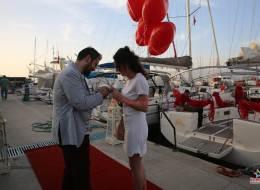 Kırmızı Kalpli Uçan Balonlar Eşliğinde Evlilik Teklifi Organizasyonu