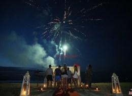 Kumsalda Havai Fişek Gösterisi Eşliğinde Evlenme Teklifi Organizasyonu Çeşme