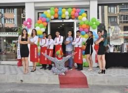 Kapı Takı Balon Süsleme ve Servis Elemanı Kiralama Kokteylli Açılış Organizasyonu