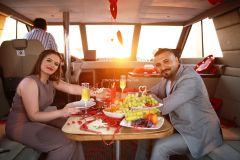 yat kiralama izmir yatta evlenme teklifi organizasyonu izmir 16 - Teknede Yıl Dönümü Kutlama