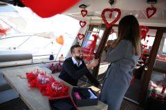 Mutluluk Teknesi Tuğçe Selim İzmir Organizasyon 4 - Teknede Evlenme Teklifi Organizasyonu